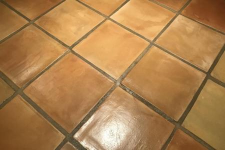 Nettoyage sol terre cuite <br> Carrelage / Tomettes