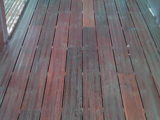Rénovation terrasse extérieure bois après nettoyage & traitement - C. Darmanin ponçage et nettoyage