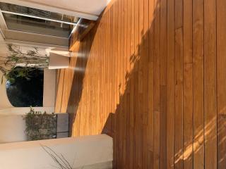 Rénovation de terrasse extérieure en parquet dans le Var