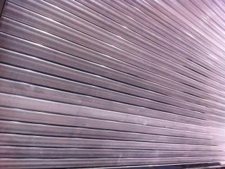 Avant nettoyage de surface de vente rideau métallique