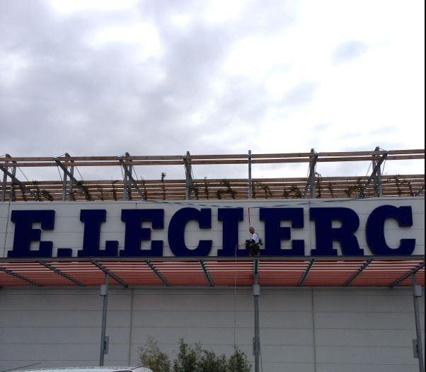 Lavage de façade dans le Var - E- Leclerc - C. Darmanin (83)